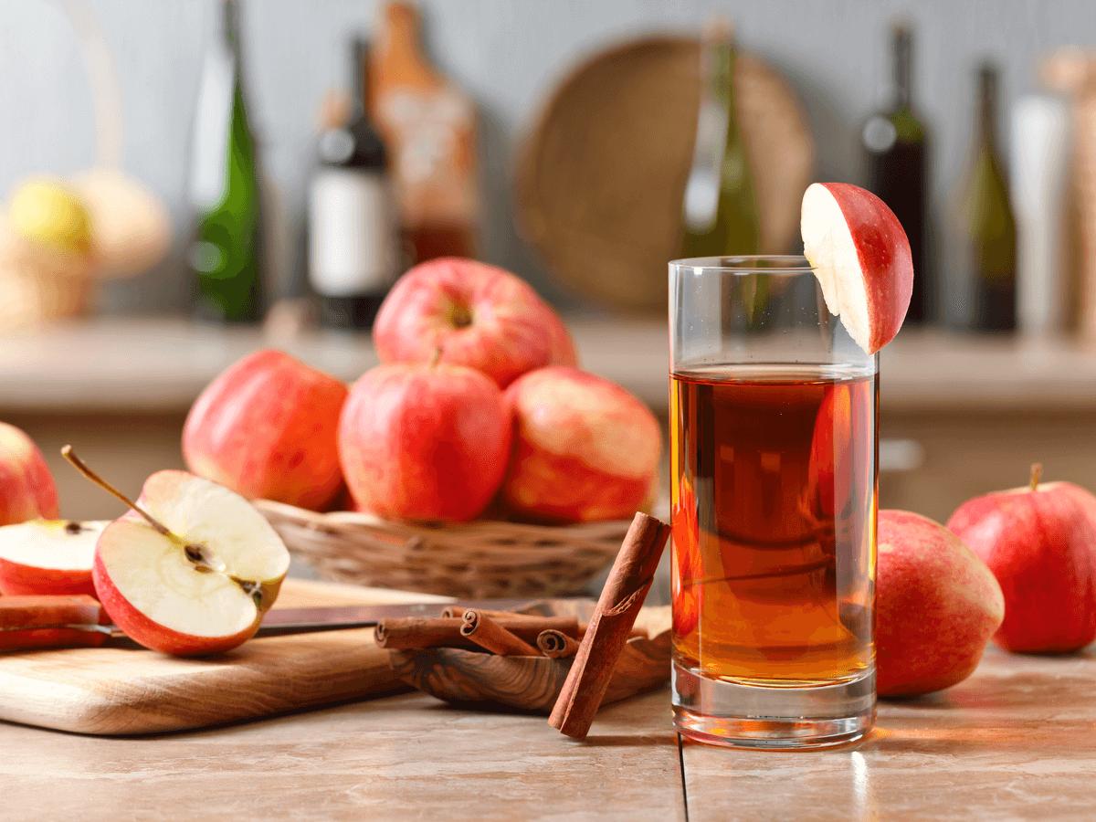 犬にリンゴジュースを飲ませてもいい?100%ジュースはOKでも濃縮果汁はダメ?6つの注意点も知っておこう